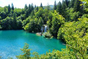 Taking photographs of Plitvice lakes