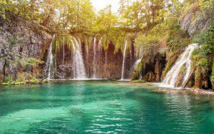 Plitvice lake exploring the nature